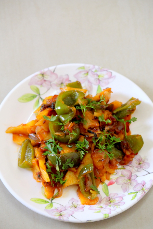 aloo capsicum recipe or potato capsicum recipe