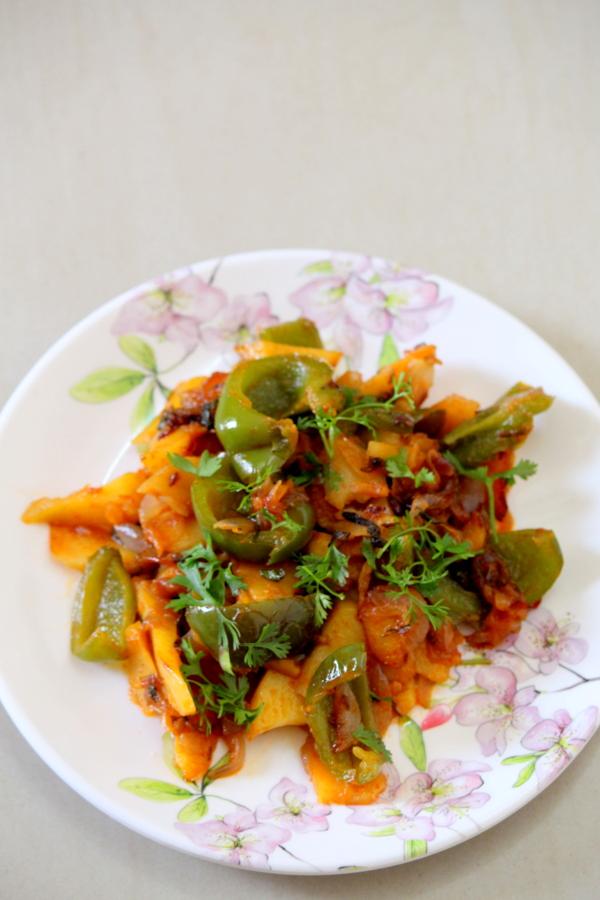 aloo capsicum recipe or potato capsicum recipe