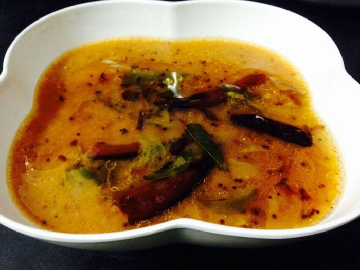 Hyderabadi khatti da in a bowl