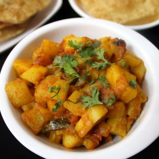 how-to-make-potato-curry-for-roti-and-chapati