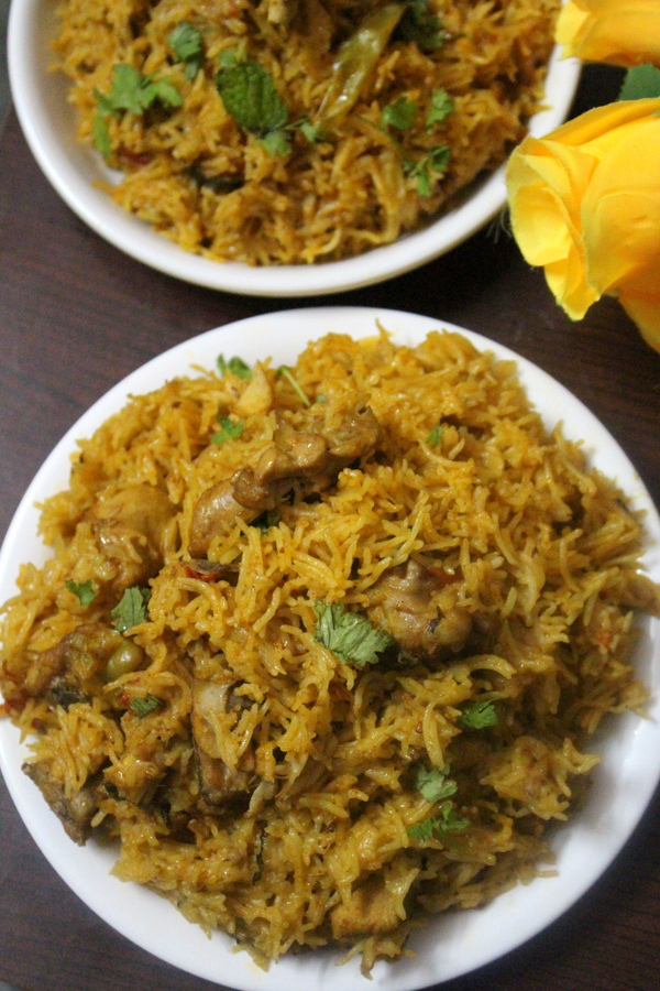 pressure cooker biryani or pressure cooker chicken biryani