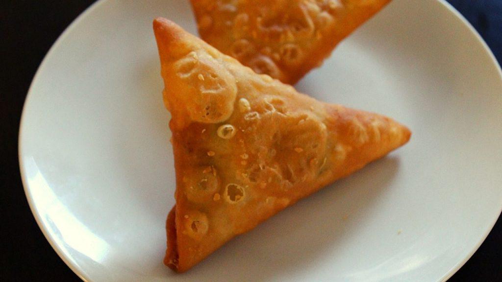 chicken samosa cone shaped