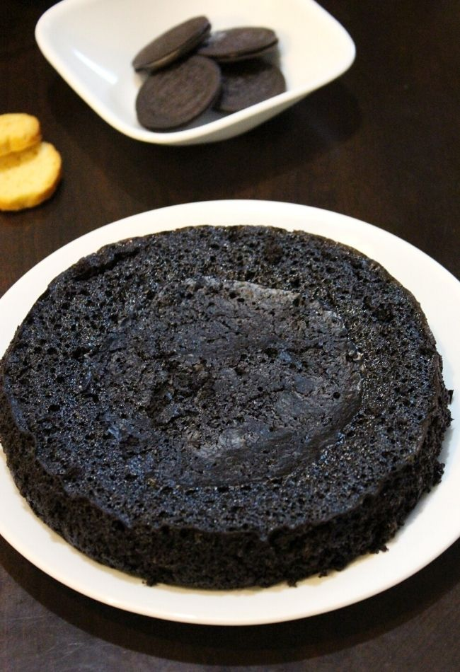 biscuit cake in cooker or oreo cake in cooker