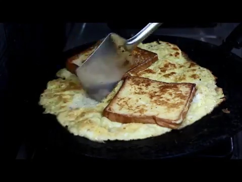 cutting the cooked bread omelette