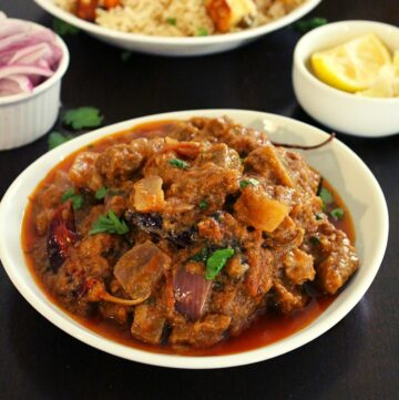 mutton do pyaza served in a plate
