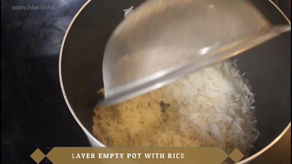 Adding a layer of rice at the base.