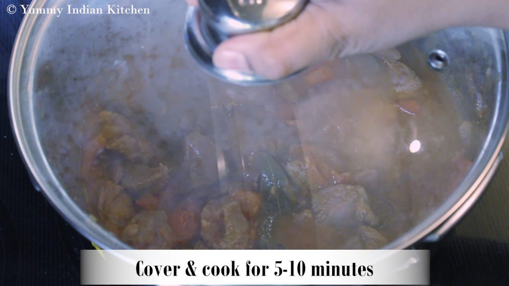 Cooking the gravy for 5-10 minutes until the tomatoes turn soft
