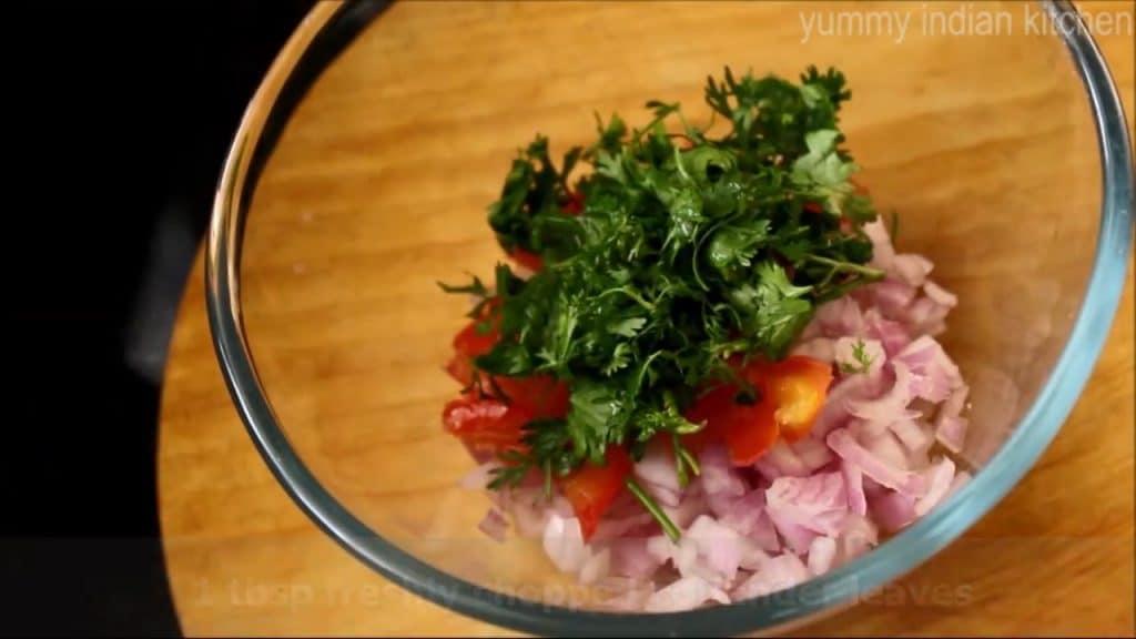 Take a bowl, adding finely chopped onion, chopped tomato, finely chopped coriander leaves