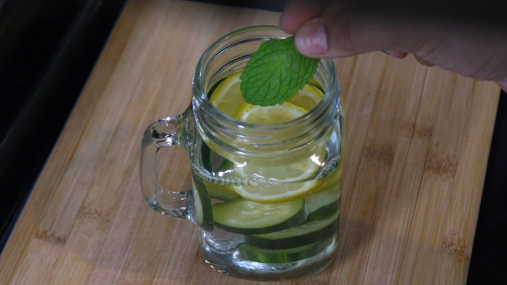 adding mint leaves to the jar