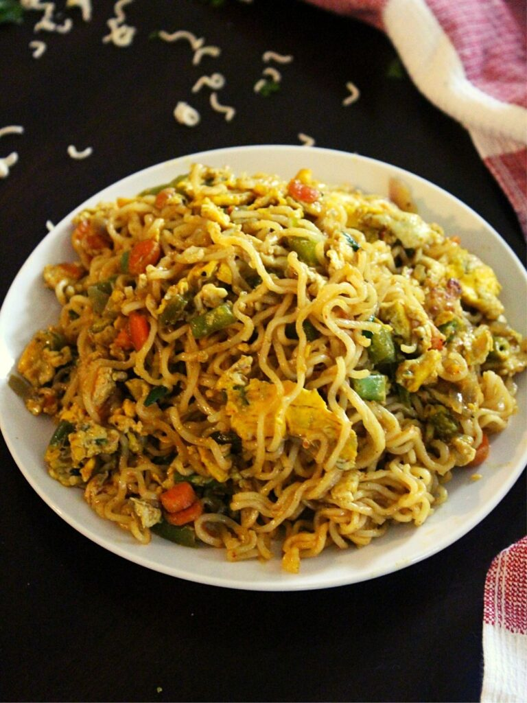 egg maggi on a plate with vegetables
