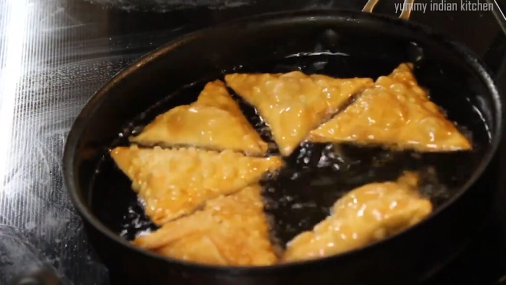 finished step of chicken samosa