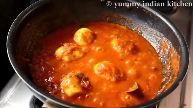 Cooking the egg masala gravy