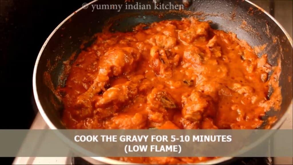 Cook the masala of kadai chicken