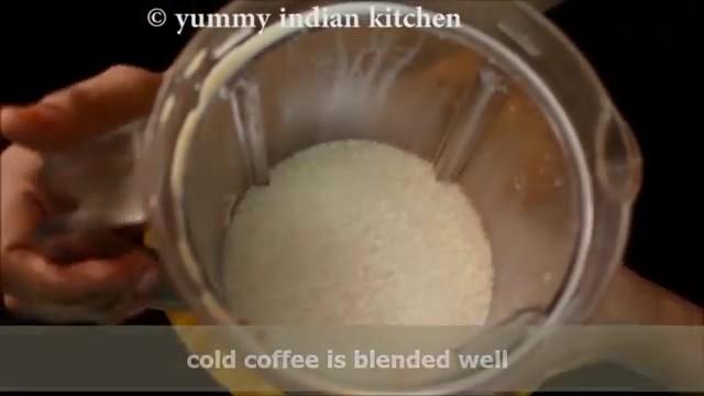blending the cold coffee milkshake